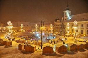 Imagine din Piata Mare si Targul de Craciun din Sibiu, marti, 14 decembrie 2010.
