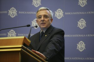 Conferinta de presa cu tema 'Raportul trimestrial asupra inflatiei', sustinuta de Mugur Isarescu, guvernatorul Bancii Nationala a Romaniei.